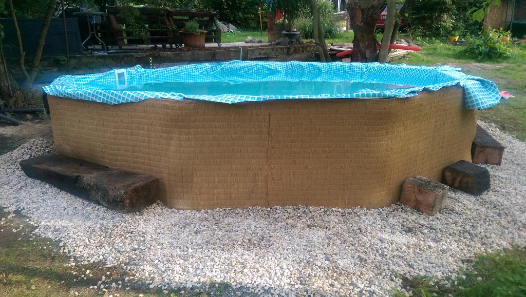 Pool aus Paletten